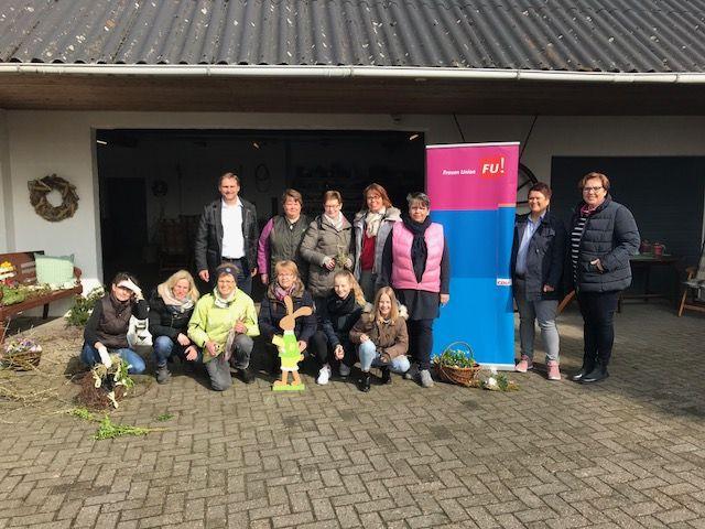 auf dem Foto :  hintere Reihe links außen: Frank Hömer - stellvertretender Bürgermeister Twistringen                          rechts außen : Gisela Hanschen - FU Vorsitzende Twistringen